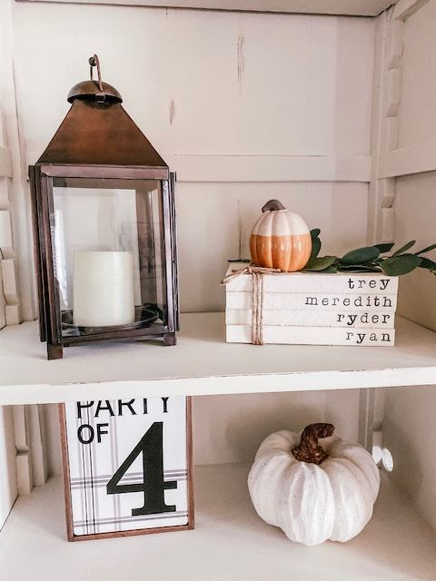 Fall Farmhouse decorations in the living room